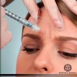 aplicação de botox entre as sobrancelhas