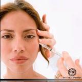 aplicação de toxina botulínica na face